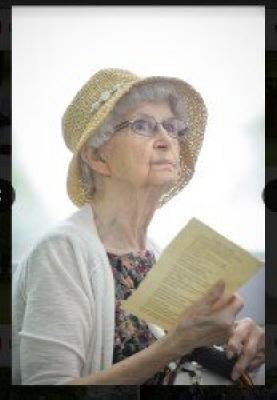 Photo of Ruth Morris