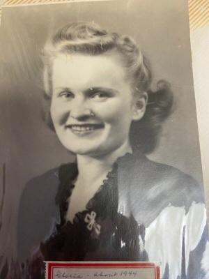 Photo of Gloria Hilton