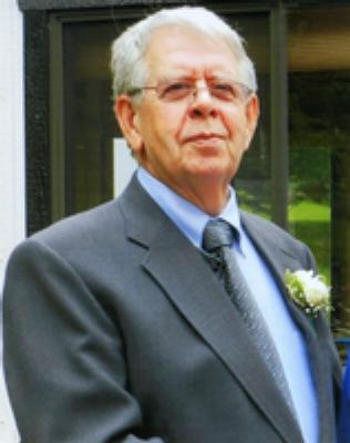 Photo of Warren Robbins